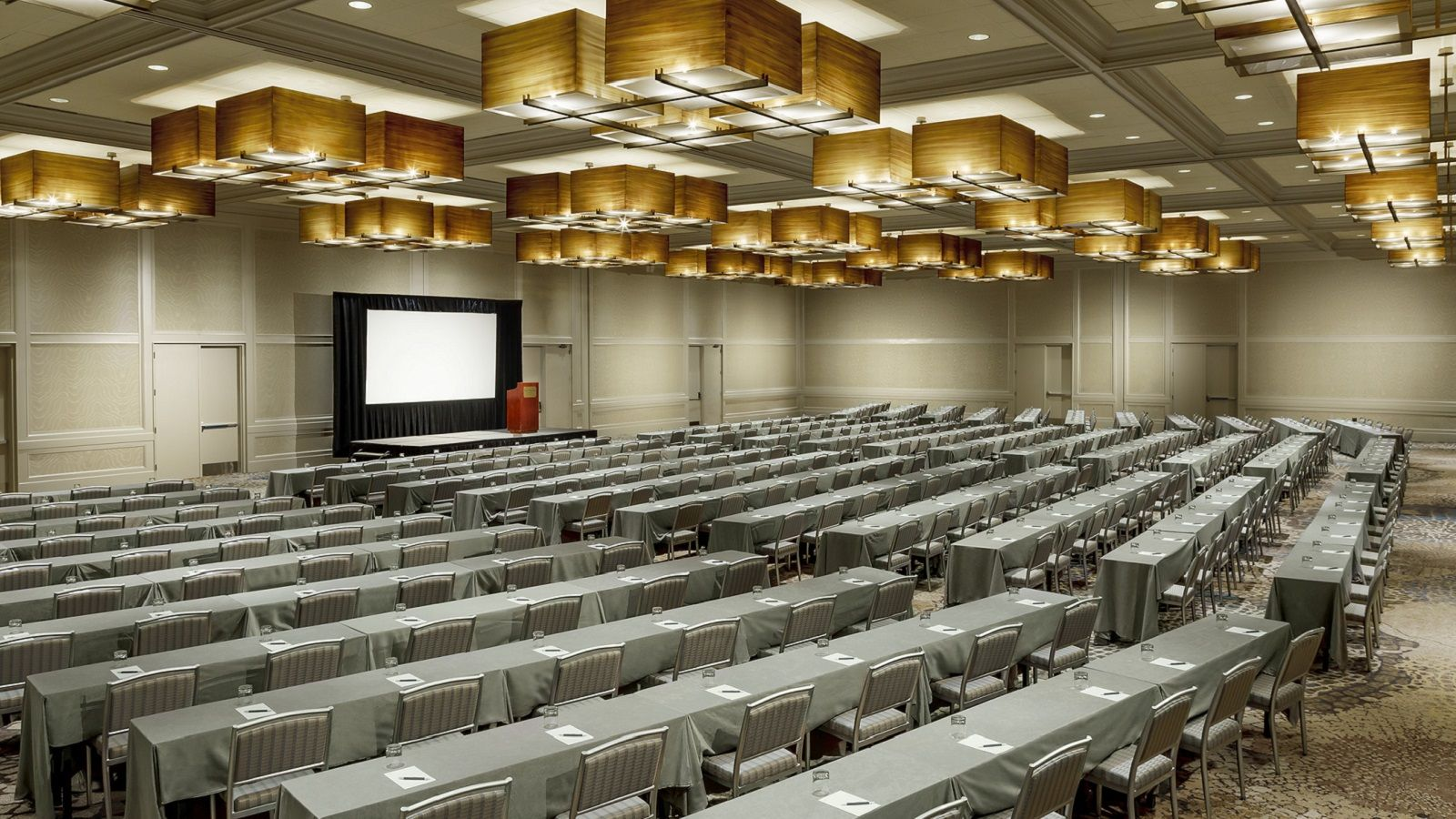 Meetings in Itasca - Grand Ballroom